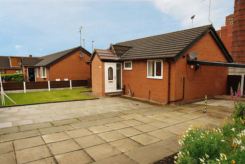2 Bedrooms Detached Bungalow for sale in 7 Ravenside Park, Chadderton, Oldham