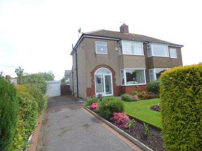 3 Bedrooms Semi Detached House for sale in Hill Crest Avenue, Burnley, Lancashire