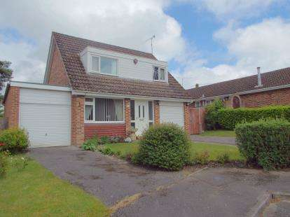 3 Bedrooms Detached House for sale in West Wellow, Romsey, Hampshire