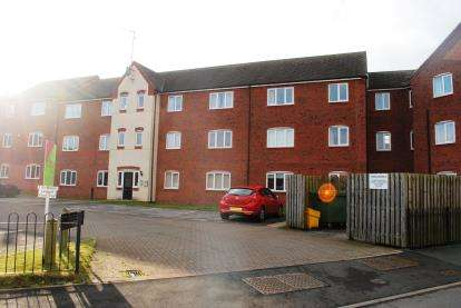 3 Bedrooms Flat for sale in Hobby Way, Cannock, Staffordshire