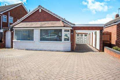 3 Bedrooms Bungalow for sale in Castle Drive, Coleshill, Birmingham, Warwickshire