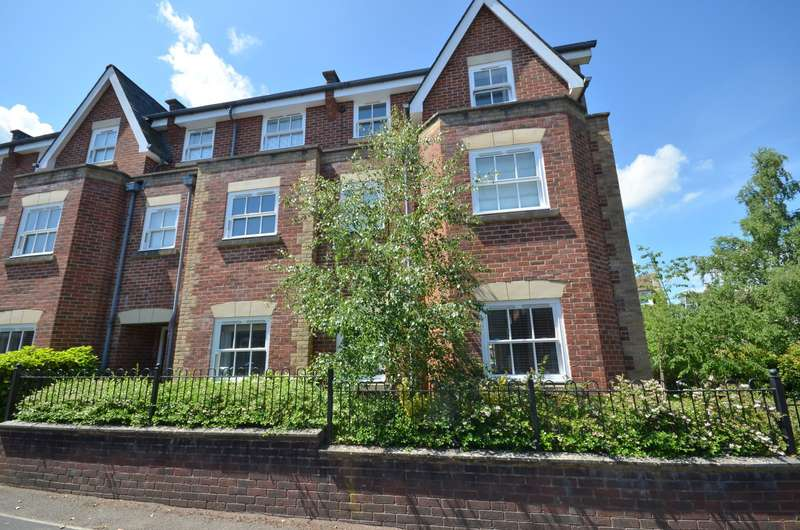 3 Bedrooms Apartment Flat for sale in Guildford