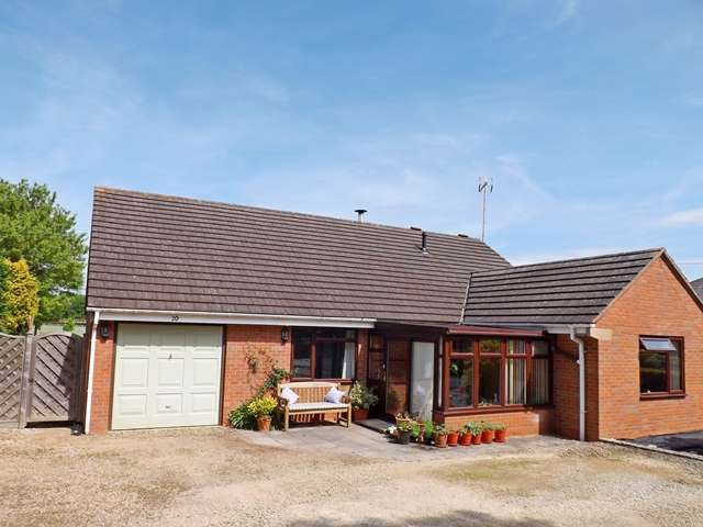 3 Bedrooms Detached Bungalow for sale in Cheltenham Road, Sedgeberrow