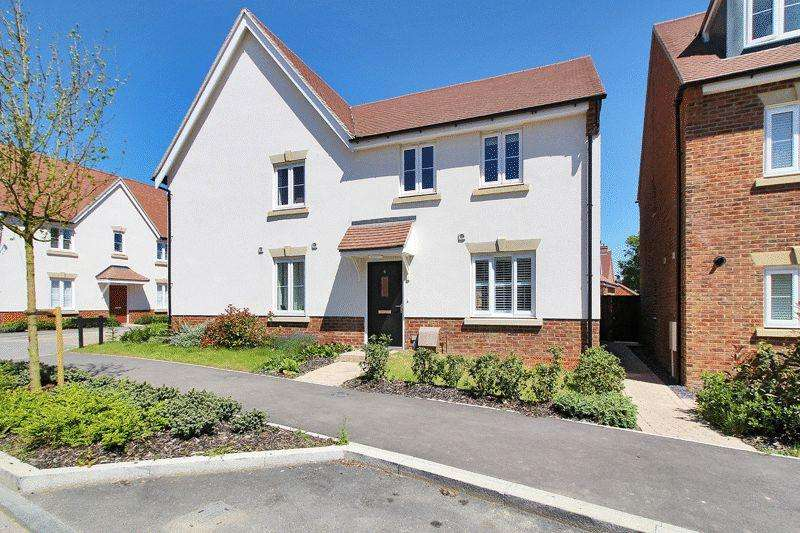 3 Bedrooms Semi Detached House for sale in Buck Way, Wickhurst Green
