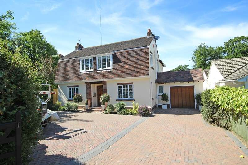 4 Bedrooms Detached House for sale in Lake Grove Road, New Milton