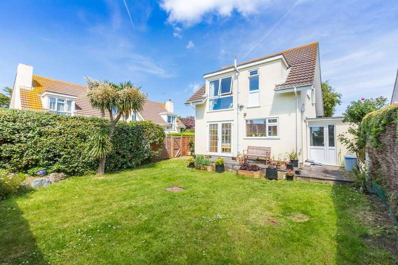 3 Bedrooms Detached House for sale in Le Camp Clos, Castel, Guernsey