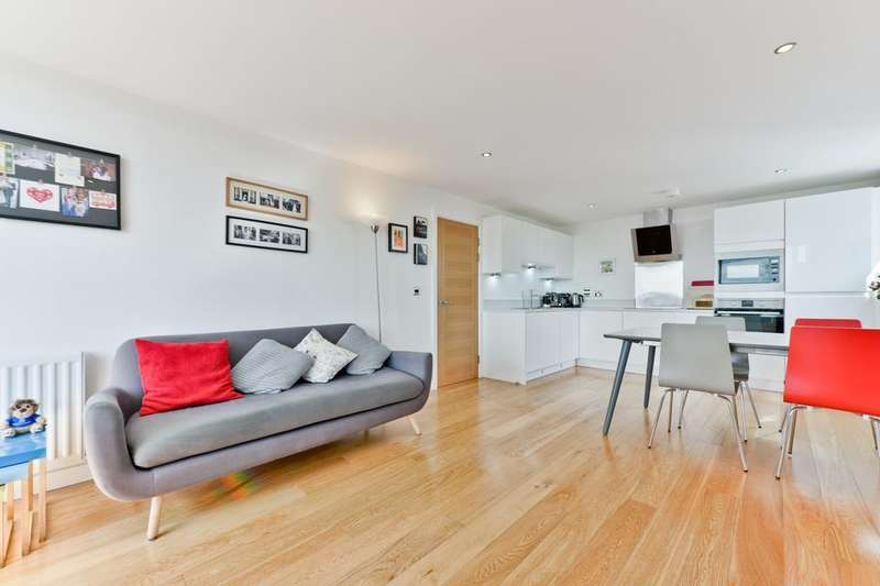 2 Bedrooms Flat for sale in Rainhill Way, London E3