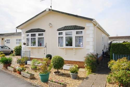 2 Bedrooms Detached House for sale in a Pinehurst Park, West Moors
