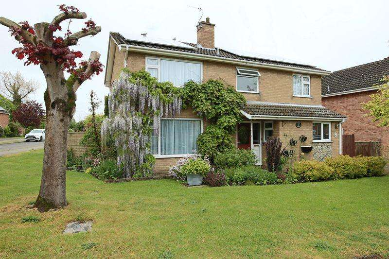 4 Bedrooms Detached House for sale in Noel Road, Lowestoft