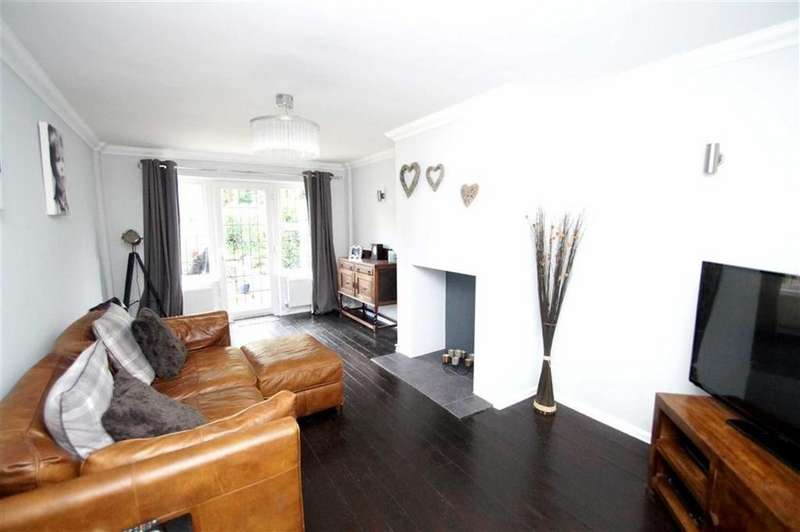 3 Bedrooms End Of Terrace House for sale in Temple Walk, Leeds