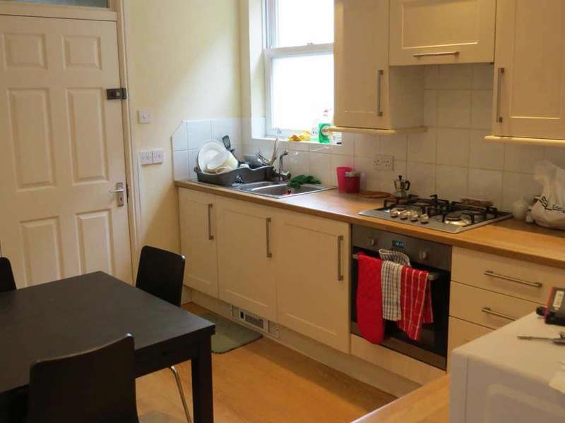 2 Bedrooms Flat for sale in High Street, Camberley, Surrey, GU15