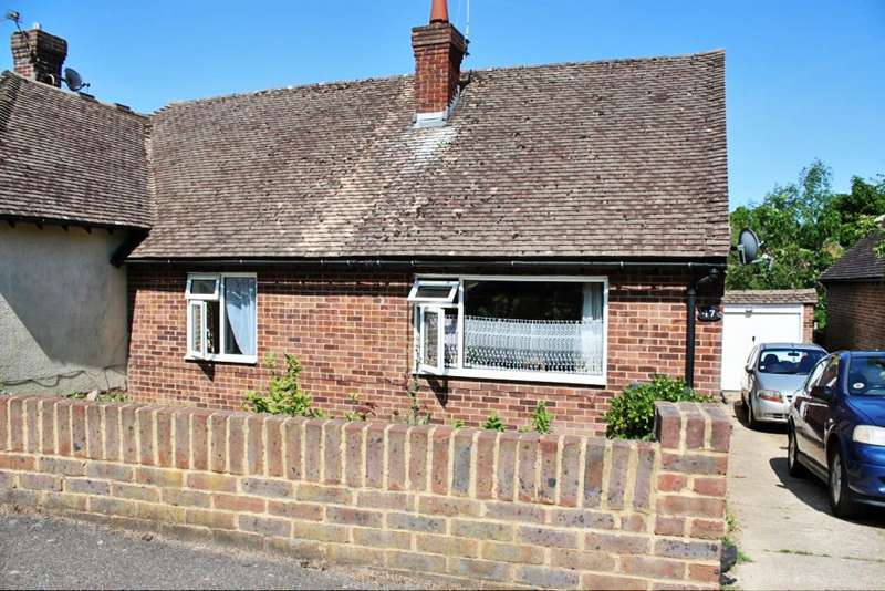 2 Bedrooms Semi Detached Bungalow for sale in Harebeating Crescent, Hailsham BN27