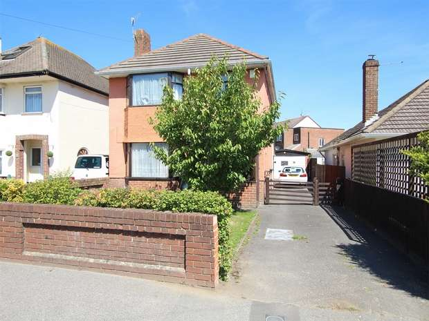 3 Bedrooms Detached House for sale in Upton Road, Fleetsbridge, POOLE, Dorset