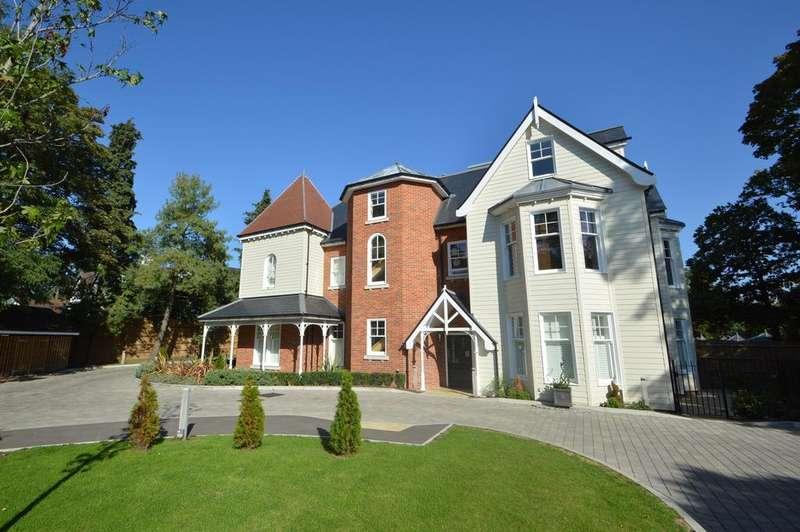 2 Bedrooms Apartment Flat for sale in Oatlands Chase, Weybridge, Surrey, KT13