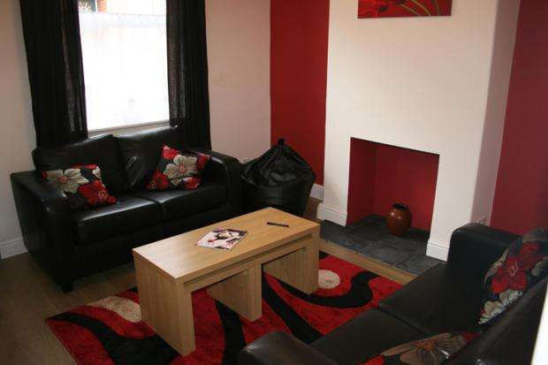 4 Bedrooms Terraced House for rent in Burley Lodge Terrace, Leeds LS6