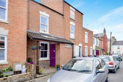 2 Bedrooms Terraced House for sale in North Street, Banbury, Oxon