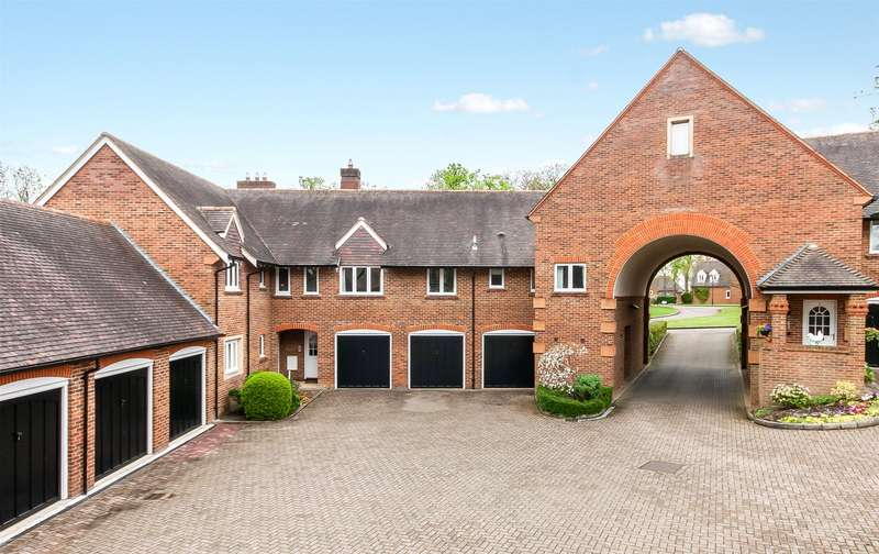 2 Bedrooms Apartment Flat for sale in Clandon Mews, 34 Highacre, Dorking, Surrey, RH4