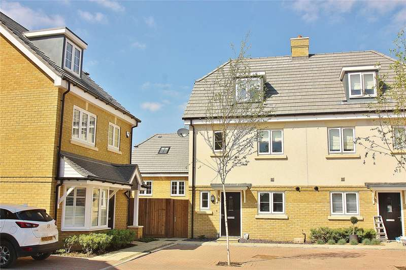 4 Bedrooms Semi Detached House for sale in Brookwood Farm Drive, Knaphill, Woking, Surrey, GU21