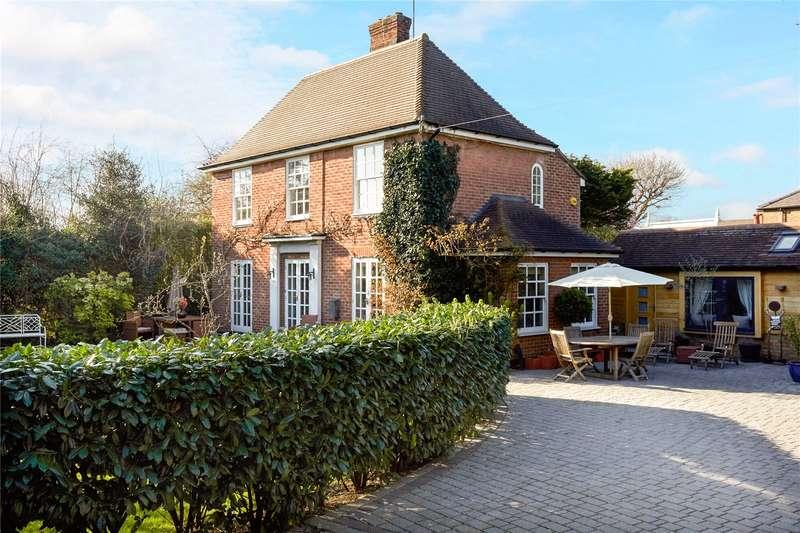 4 Bedrooms Detached House for sale in West End Lane, Esher, Surrey, KT10