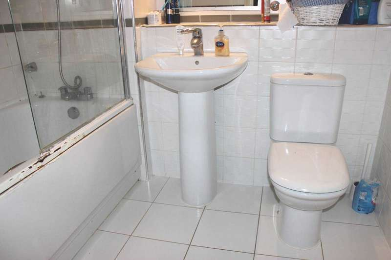 2 Bedrooms Apartment Flat for sale in Miles Close, Thamesmead West, SE28 0NJ