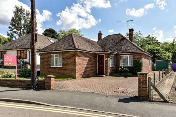 4 Bedrooms Detached Bungalow for sale in Upper Broadmoor Road, CROWTHORNE, Berkshire