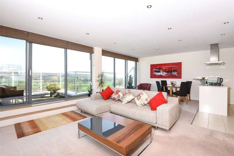 2 Bedrooms Flat for sale in Montgomerie Court, 22 Forest View, London, E4