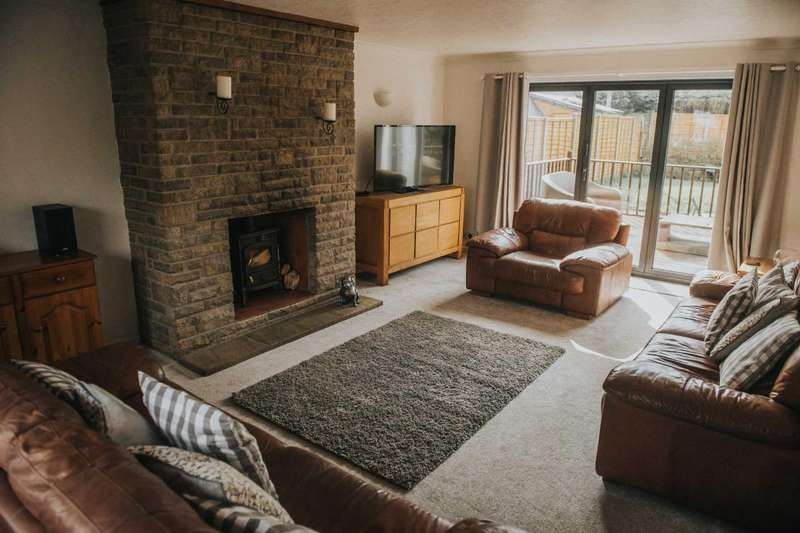 5 Bedrooms Detached House for sale in Thomas Street, Glossop, Derbyshire, SK13