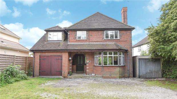 4 Bedrooms Detached House for sale in Frog Grove Lane, Wood Street Village, Guildford
