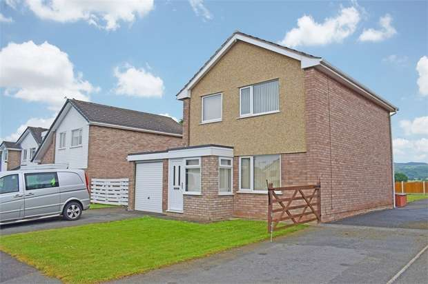 4 Bedrooms Detached House for sale in Trem Menlli, Ruthin, Denbighshire