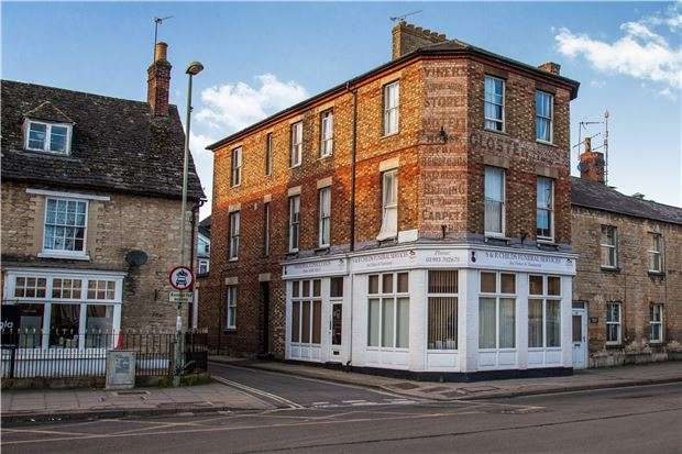 4 Bedrooms Flat for sale in High Street, WITNEY, Oxfordshire, OX28 6HY