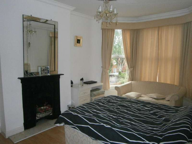 2 Bedrooms Flat for sale in SYLVAN AVENUE, WOOD GREEN, LONDON N22