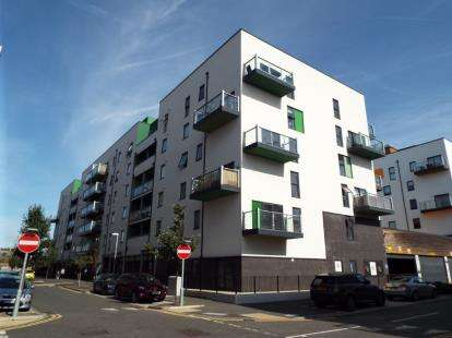 1 Bedroom Flat for sale in 4 Crown Drive, Romford