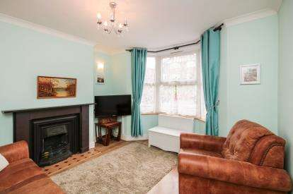2 Bedrooms Semi Detached House for sale in Mutton Lane, Potters Bar, Hertfordshire