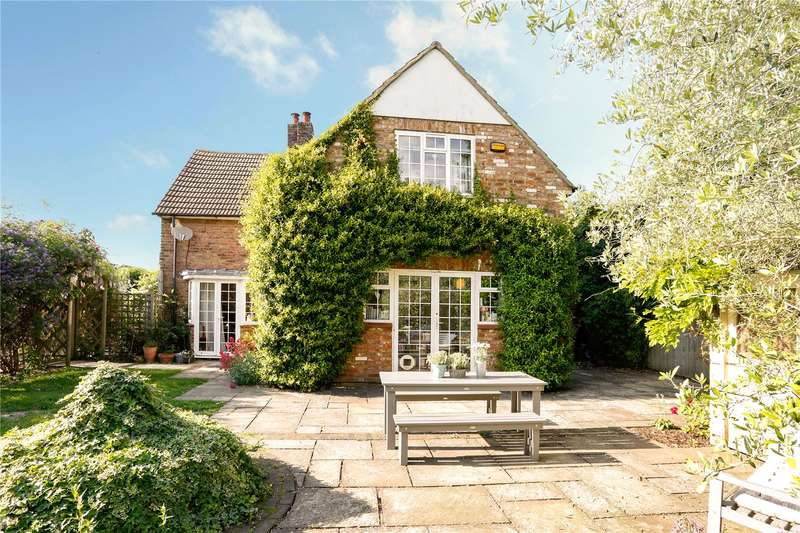 4 Bedrooms Semi Detached House for sale in Malthouse Square, Beaconsfield, Buckinghamshire, HP9