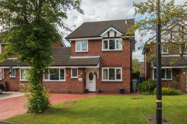 3 Bedrooms Detached House for sale in Gawsworth Close, Timperley, Altrincham