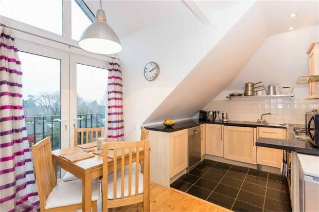 2 Bedrooms Flat for sale in Flat 10, Iver Court, High Street, IVER, Buckinghamshire