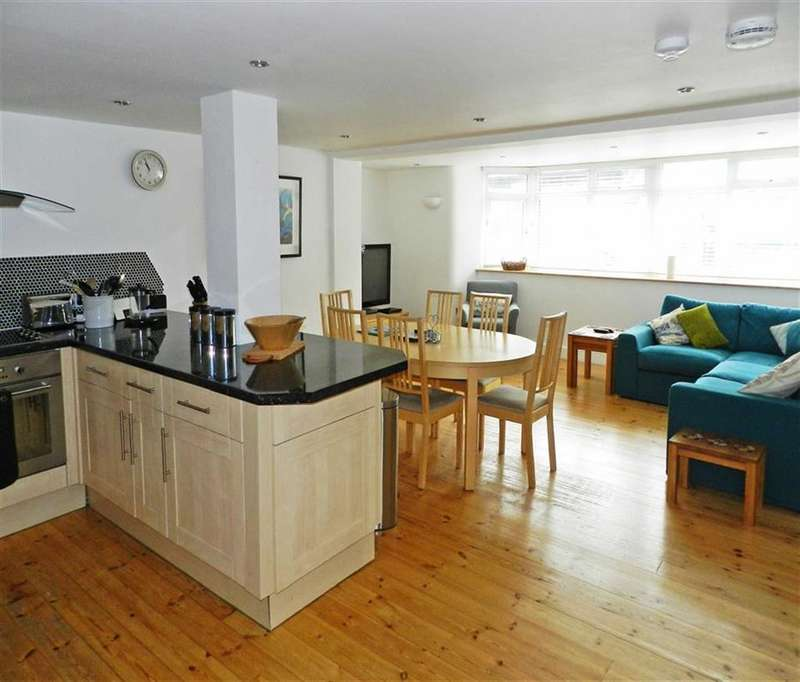 2 Bedrooms Flat for sale in Central Apartments, Tregenna Place, St Ives