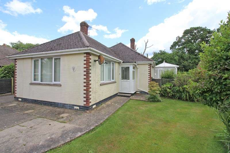 4 Bedrooms Bungalow for sale in Buckstone Close, Everton, Lymington