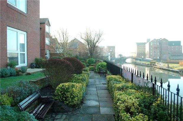 1 Bedroom Flat for sale in 38 Homeabbey House, High Street, TEWKESBURY, Gloucestershire, GL20 5BL
