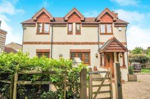 3 Bedrooms Detached House for sale in Brewery Road, Bromley, .