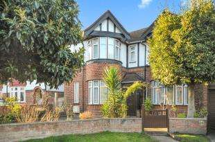 4 Bedrooms House for sale in Somerset Gardens, Lewisham