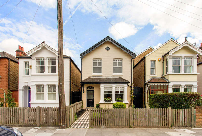 3 Bedrooms Detached House for sale in Gloucester Road, Kingston upon Thames, KT1