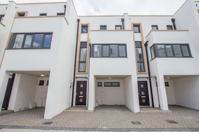 3 Bedrooms Town House for sale in Regency Place, Cheltenham, GL52 2RN