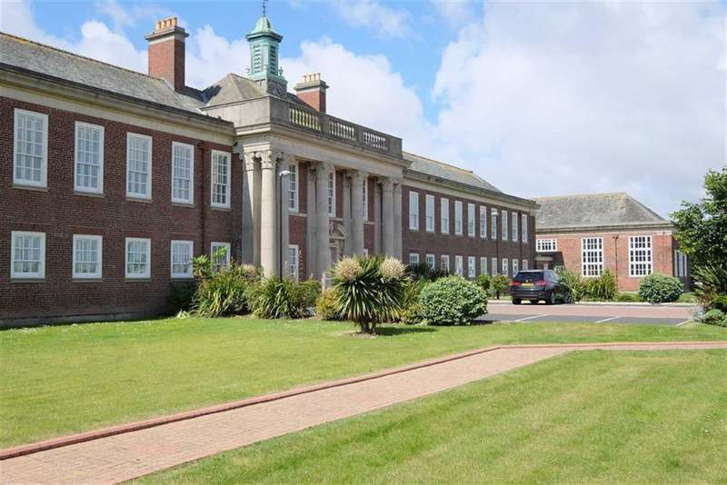 2 Bedrooms Apartment Flat for sale in Queens Manor, Lytham St Annes