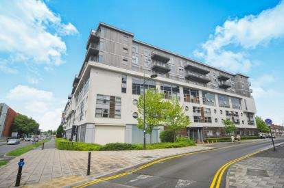 1 Bedroom Flat for sale in Paramount, Beckhampton Street, Swindon, Wiltshire