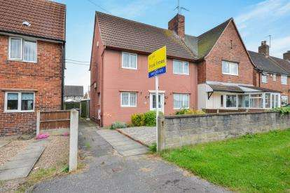 3 Bedrooms Semi Detached House for sale in Seventh Avenue, Clipstone Village, Mansfield, Nottinghamshire