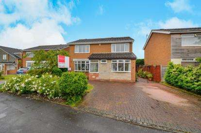 4 Bedrooms Detached House for sale in Dinsdale Drive, Eaglescliffe, Stockton-on-Tees, Durham