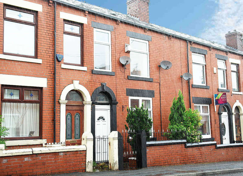 3 Bedrooms Terraced House for sale in 33 Brunswick Street, Shaw