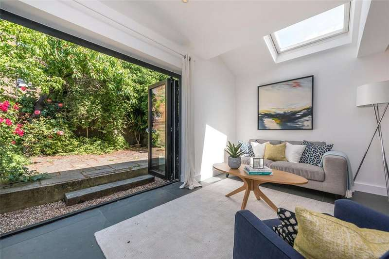 2 Bedrooms Flat for sale in Ashburnham Road, London, NW10