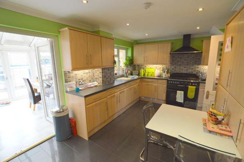 3 Bedrooms End Of Terrace House for sale in Bracklesham Gardens, Stopsley, Luton, LU2 8QJ